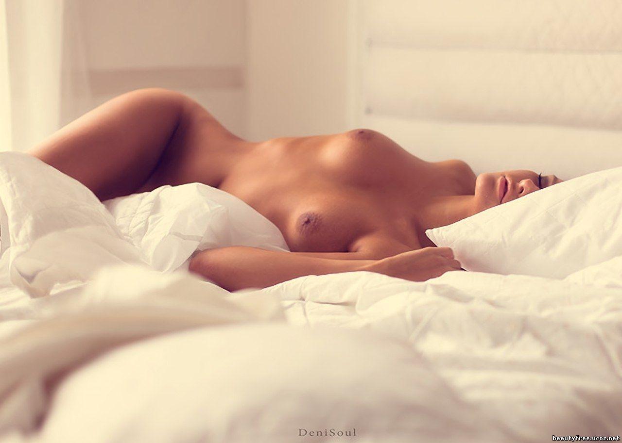 Художественное ню фото женщина в постели 21 фотография